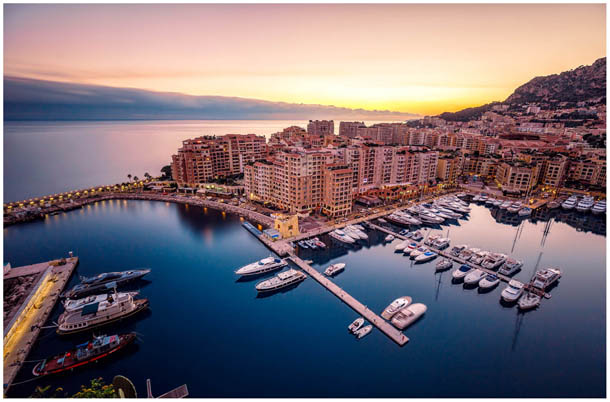 Fontvieille vom Felsen Le Rocher beim Fürstenpalast aus in Monte-Carlo, Monaco von Fotografen aus Villach