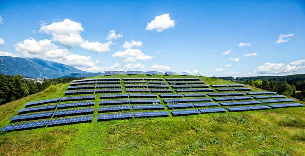 Kelag Photovoltaik Anlagen und Smartmeter Geräte am Sonnenhügel in Villach in Kärnten neben der Infinion